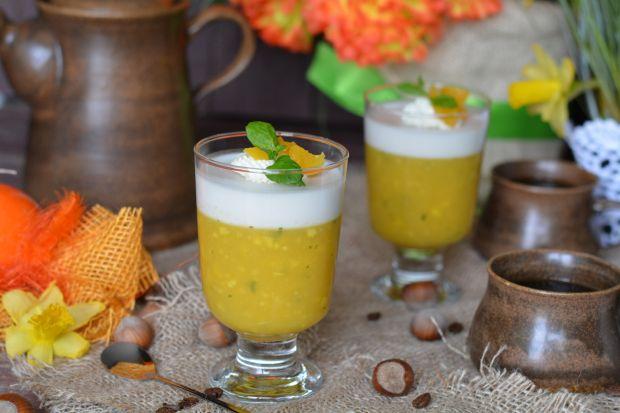 Kokosowy deser z galaretką z mango