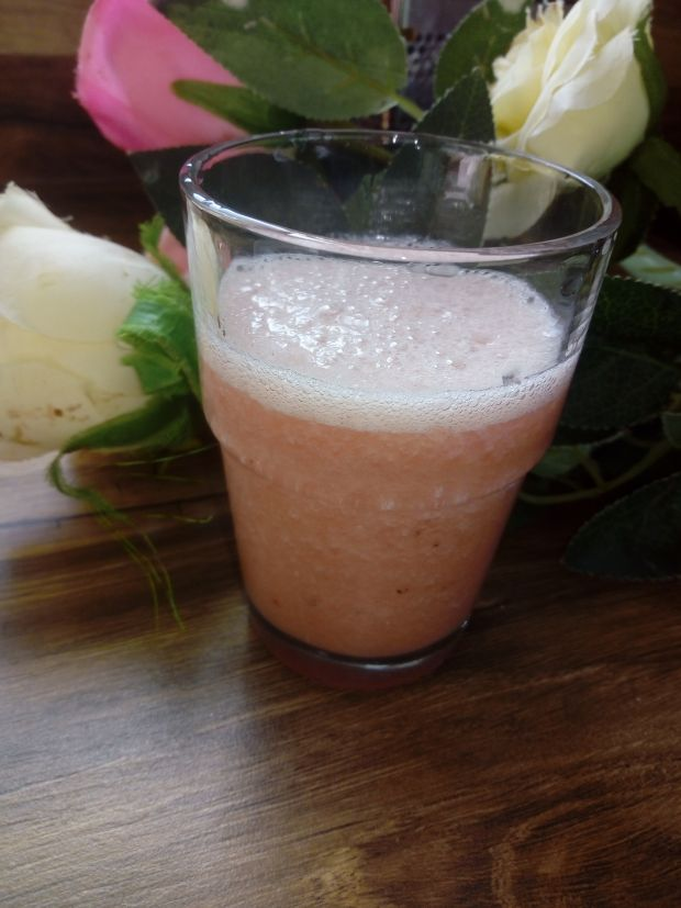 Koktajl arbuz-banan-rabarbar