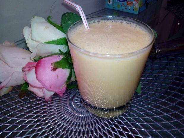 Koktajl banan-brzoskwinia-mandarynka