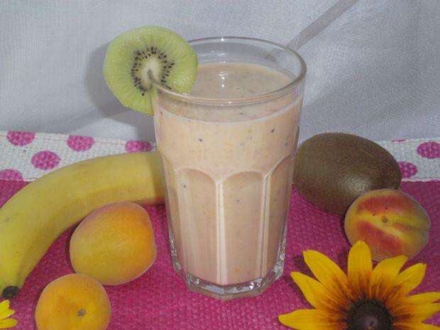 Koktajl bananowo- morelowy z kiwi