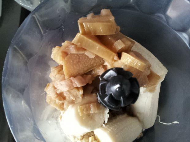 Koktajl bananowo-owsiany z rabarbarem