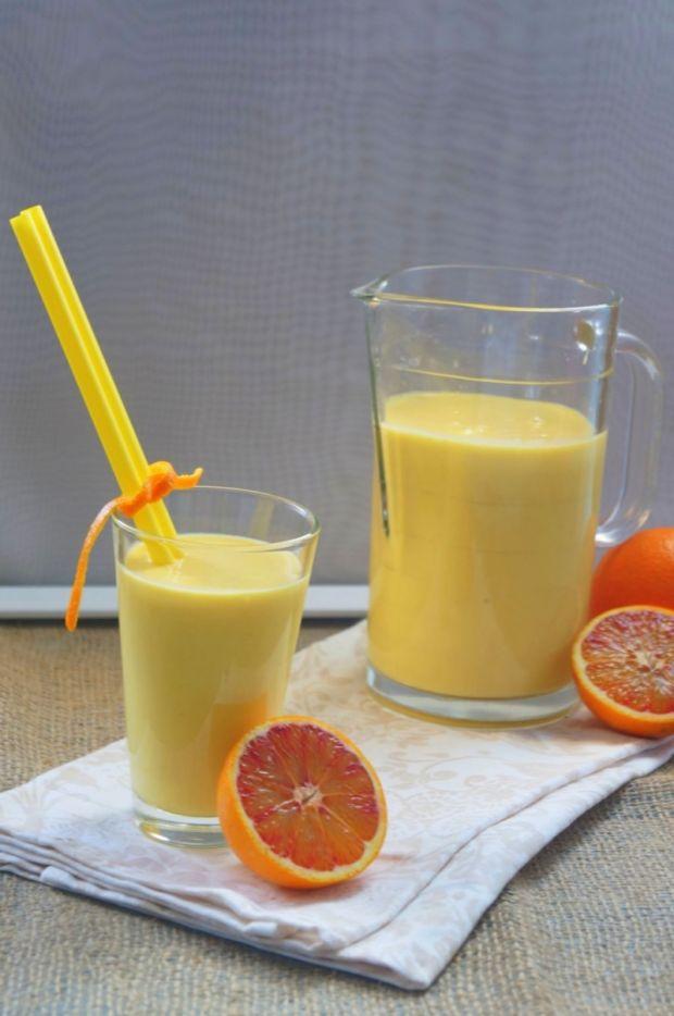 Koktajl jogurt kukurydza i czerwona pomarańcza