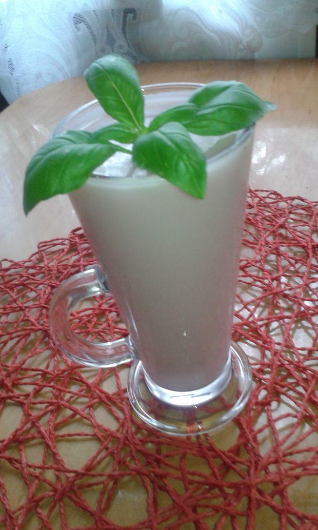 Koktajl jogurtowo mleczny z jagodami