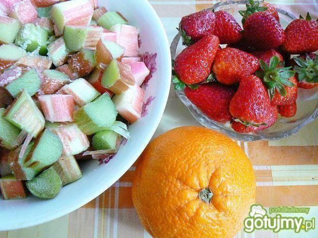 Koktajl rabarbar truskawki pomarańcza