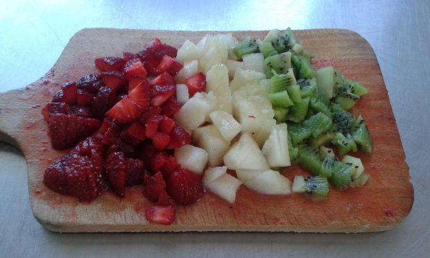 Koktajl truskawkowy z melonem i kiwi