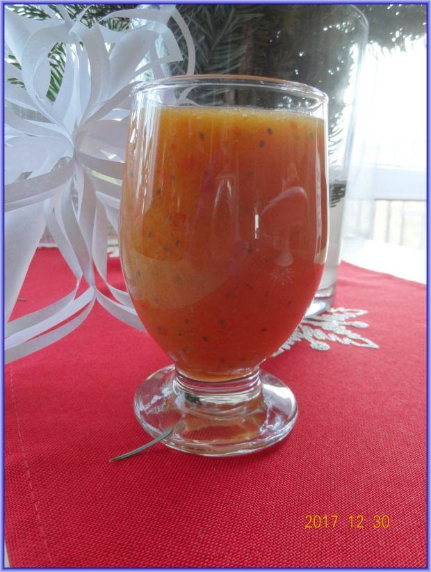 Koktajl w kolorze pomarańczowym z chia