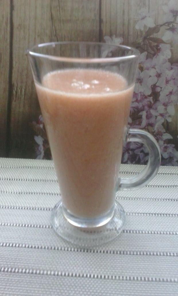 Koktajl z grapefruita na soku jabłkowym