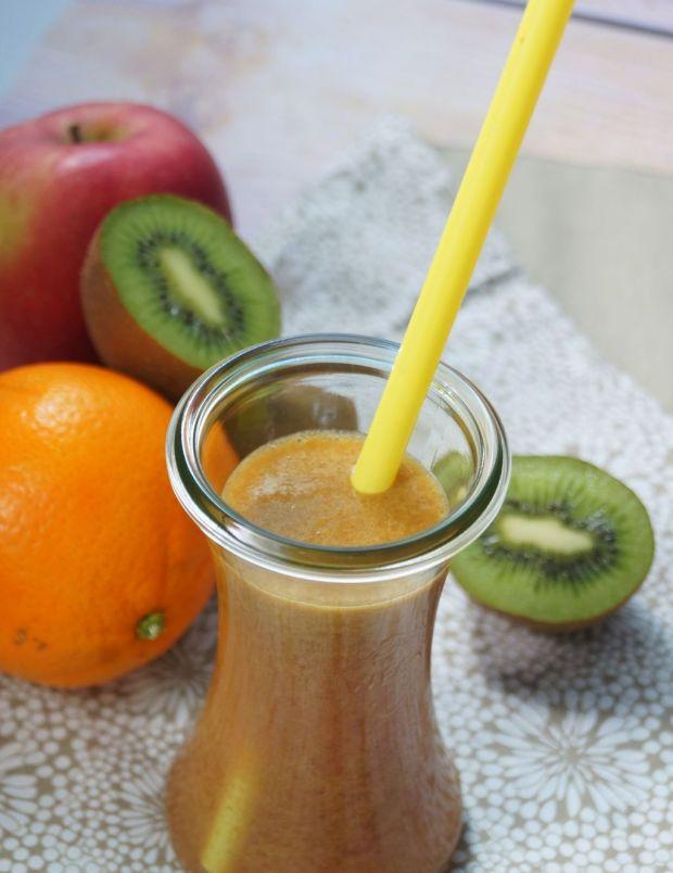 Koktajl z kiwi pomarańczy i jabłka