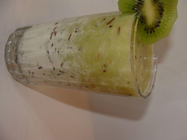 Koktajl z owocami kiwi