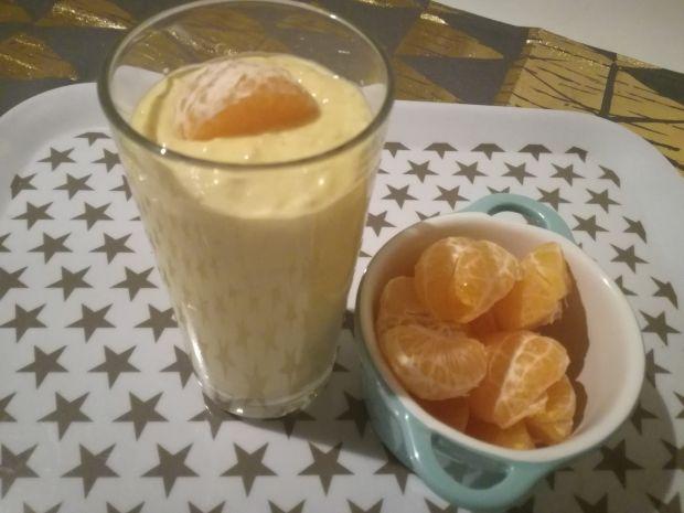 Koktajl z płatkami owsianymi, mango i mndarynkami