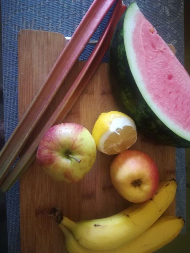 Koktajl z pokrzywy i owoców