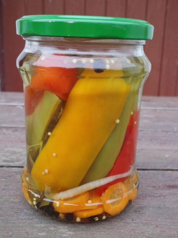 Kolorowa papryka konserwowa