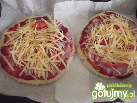 Kolorowa pizza dla kibica
