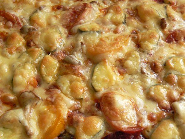 Kolorowa pizza na cieście z rozmarynem