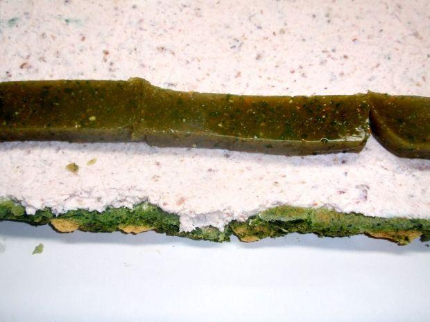 Kolorowa rolada szpinakowa