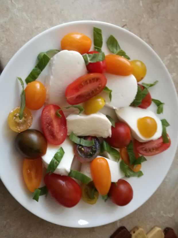 Kolorowa sałatka caprese