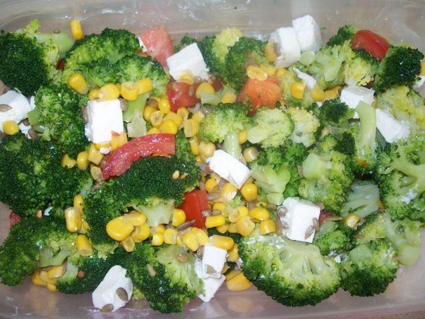 Kolorowa sałatka z brokułem