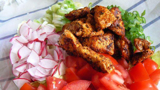 Kolorowa sałatka z kurczakiem