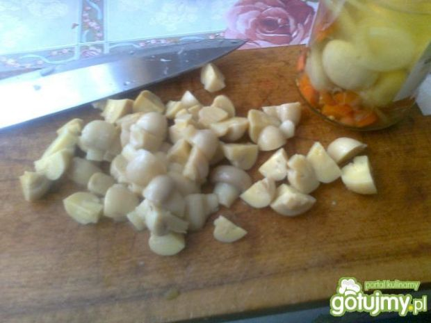Kolorowa sałatka z marynowanych warzyw