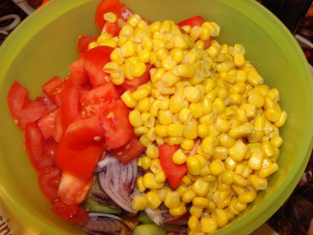 Kolorowa sałatka z mięsem