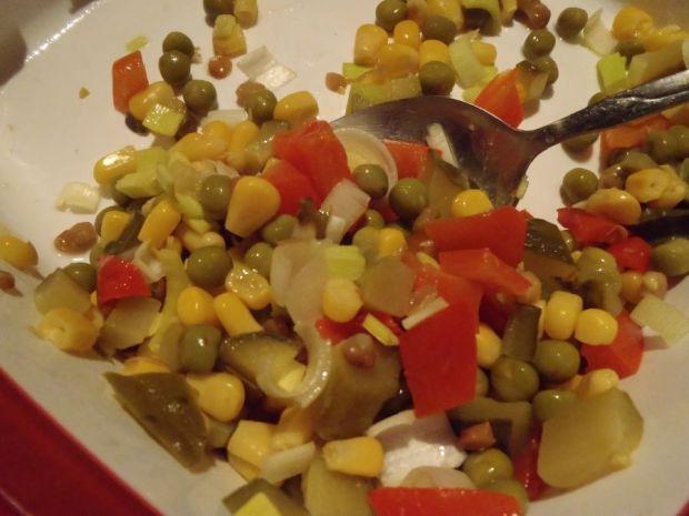 Kolorowa sałatka z ogórkiem zielonym