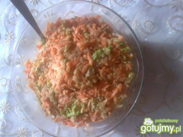 Kolorowa surówka z marchewką
