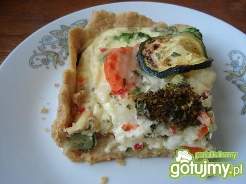 Kolorowa tarta z brokułami