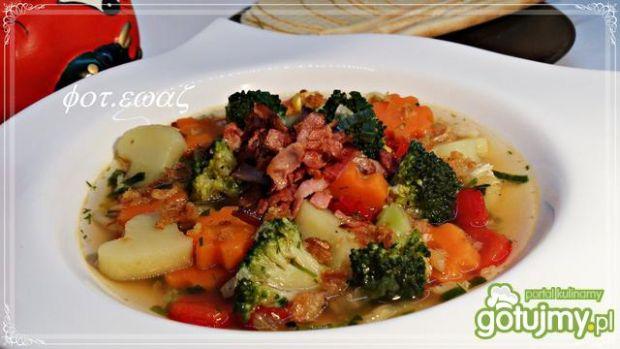 Kolorowa zupa jarzynowa