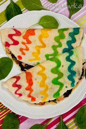 Kolorowe naleśniki z zieleniną i kiszonym łososiem