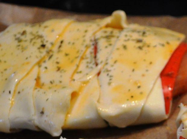 Kolorowe paczuszki z filetem i serem pesto