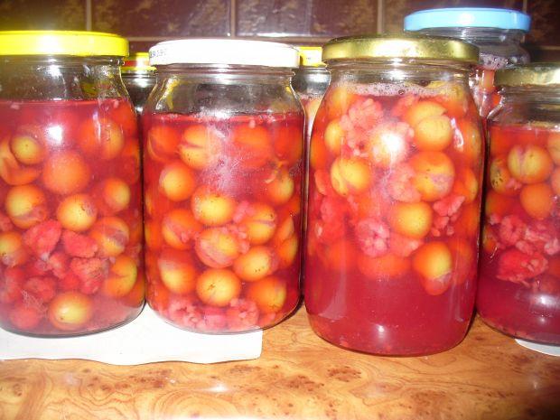 Kompot do słoika z winogrona zielonego z malinami