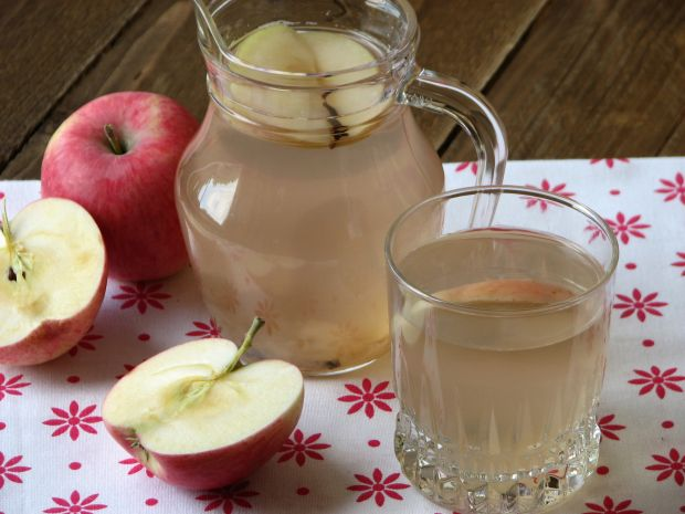 Kompot jabłek z goździkami