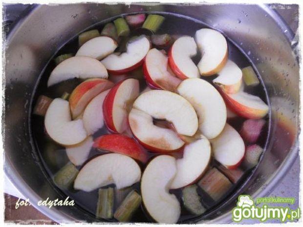 Kompot rabarbarowo-jabłkowy z goździkami