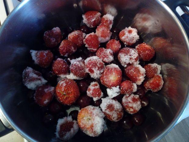 Kompot wiśniowo - truskawkowy