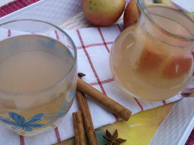 Kompot z jabłek, cynamonem i anyżem