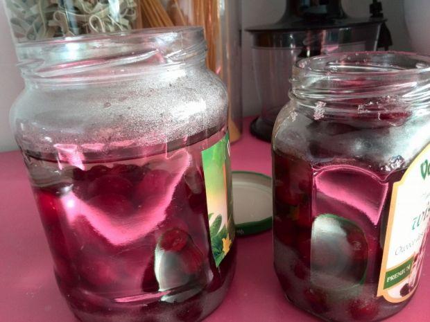 Kompot z wiśni i goździków na zimę