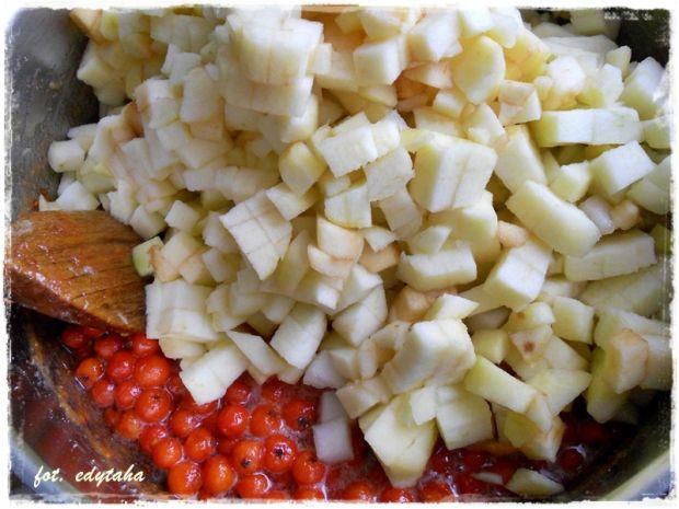 Konfitura z owoców jarzębiny