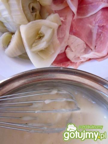 Koper włoski z szynką pod beszamelem
