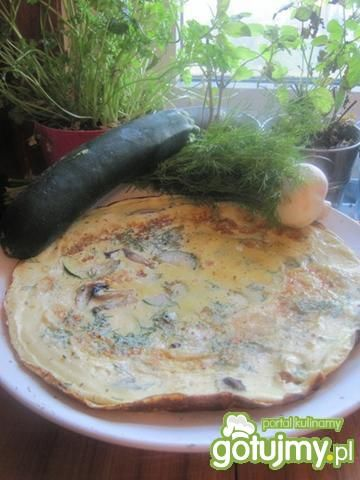 Koperkowy omlet z jarskimi dodatkami