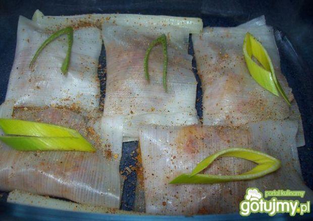 Koperty w liściach pora