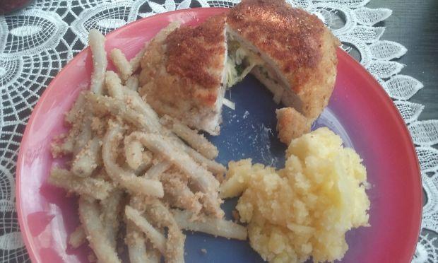 Koperty z kurczaka faszerowane serem, porą i pietr