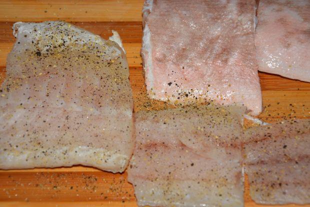 Koperty z młodej kapusty z miętusem i szparagami