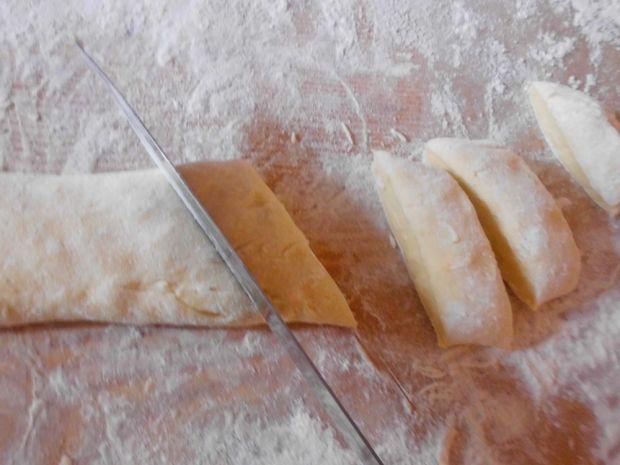 Kopytka z sosem śliwkowym