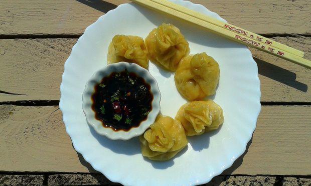 Koreańskie pierożki mandu z kurczakiem i porem