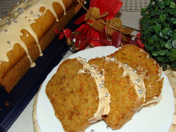 Korzenne ciasto z marchewką i bakaliami