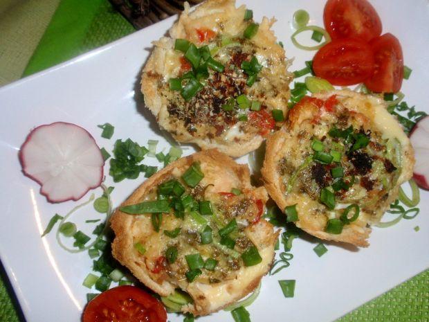 Koszyczki tostowe z warzywami i jajkiem