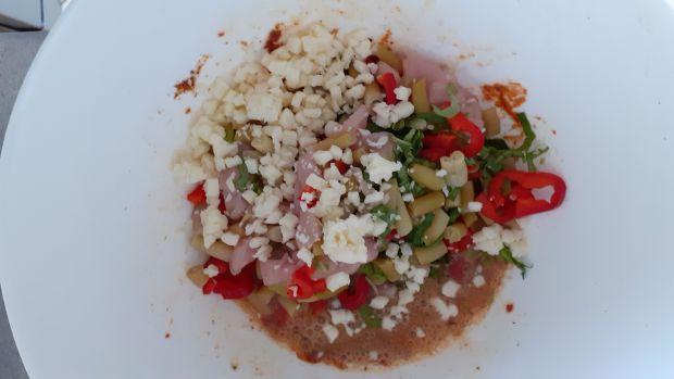 Kotleciki drobiowe z fasolką szparagowa i sałatą