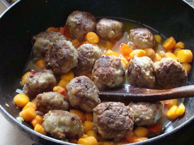 Kotleciki w sosie marchewkowo-paprykowym