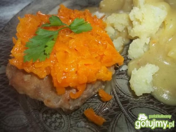 Kotleciki z duszoną marchewką