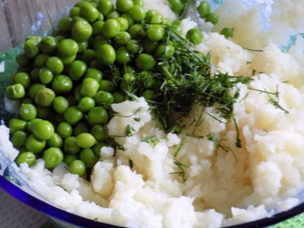 Kotleciki z kalafiora i zielonego groszku